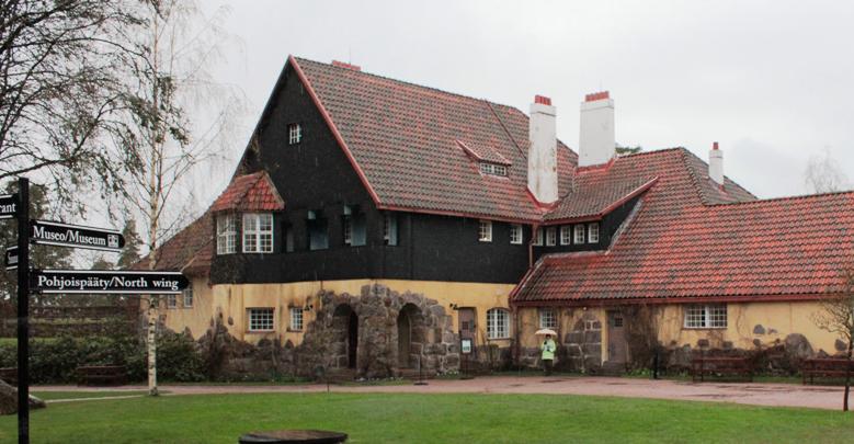 Saarisen perhe asui tässä osassa Hvitträskin rakennuksia. Talo on nykyään kaikille avoin museo. Hvitträskissä on myös hyvä kahvila ja ravintola.
